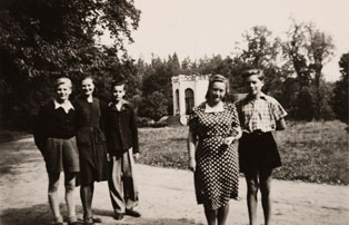 The group of German boys and governesses M. Štěrbová (on the right) and D. Štěpánková (on the left).