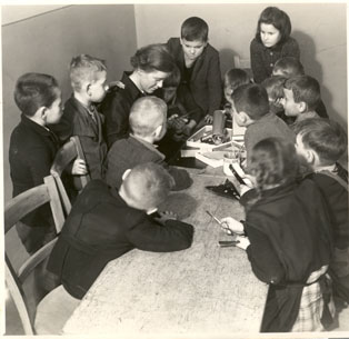 Children in Milíč House during the art course.