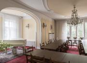 Interiér Základní školy Olešovice v r. 2018 – společenská místnost