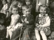 Děti v zámeckém parku ozdravovny Kamenice